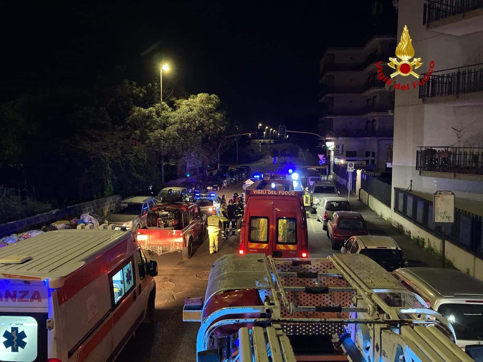 Notte di panico a Catania, ordigno esploso all'ingresso di un'attività: edificio evacuato – DETTAGLI e FOTO