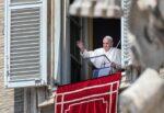 """Migranti, Papa Francesco: """"Mediterraneo il cimitero più grande d'Europa"""", ancora sbarchi a Lampedusa"""