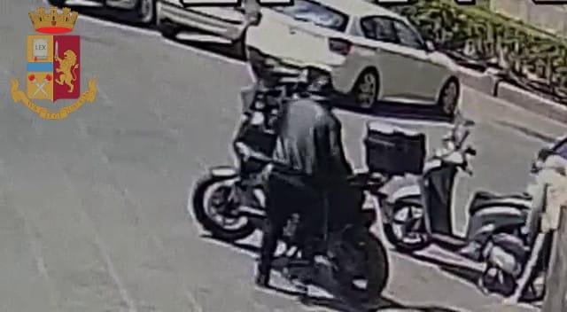 Motorini rubati a Catania, folle inseguimento a San Cristoforo: pluripregiudicato finisce in manette