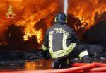 Incendio nel Catanese, in fiamme pannelli fotovoltaici: necessario l'intervento dei vigili del fuoco