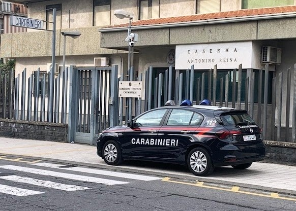 Notte di terrore a Mascalucia, tenta di aggredire l'ex moglie e le brucia due auto: arrestato catanese