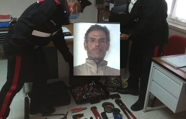 Forza i cancelli del centro commerciale per rubare dalle cabine elettriche: arrestato Claudio Di Paola