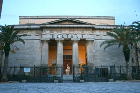 Riapre i battenti domenica 30 maggio il teatro Selinus di Castelvetrano, in scena va Shakespeare