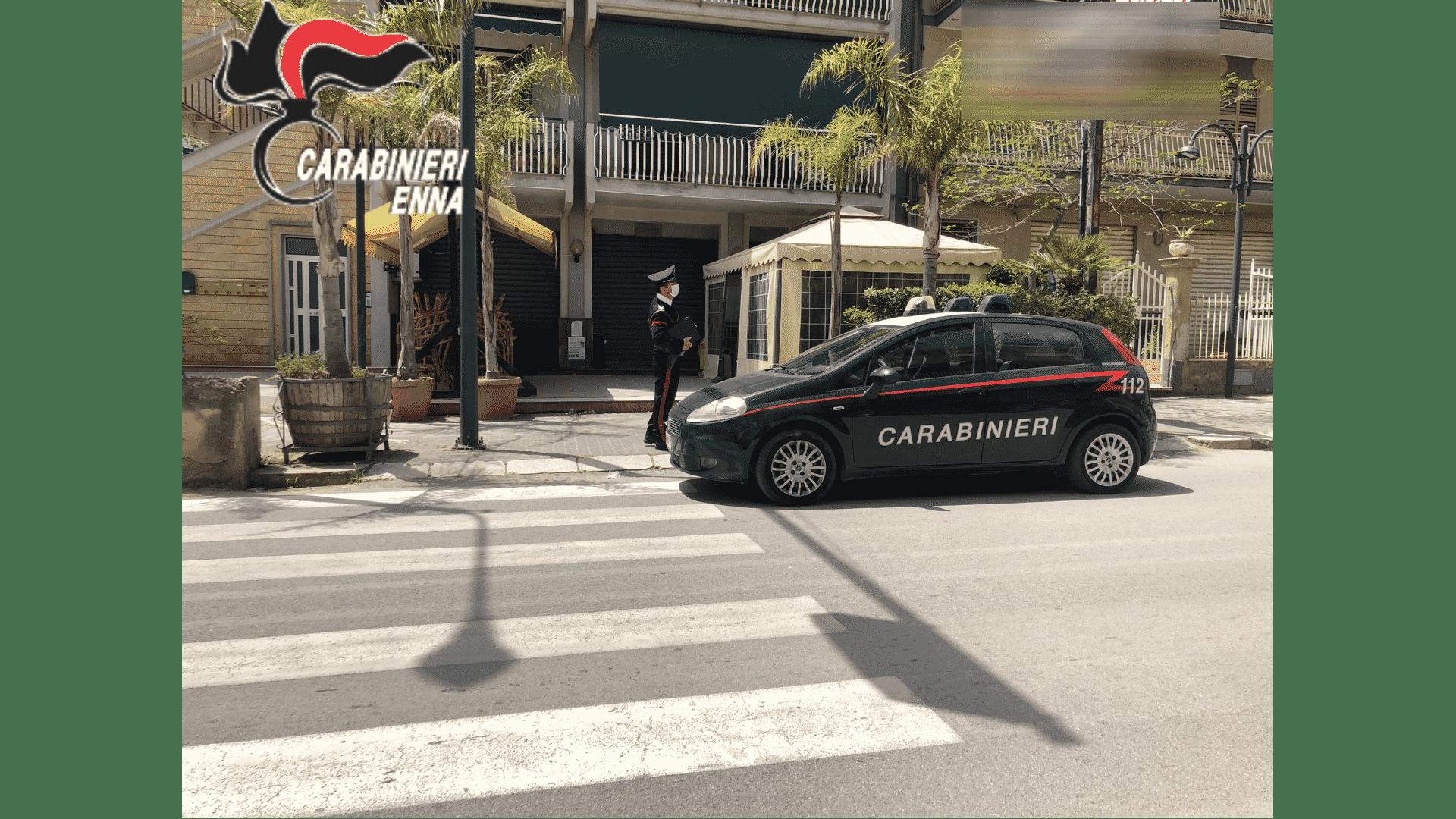 """Usciti dalla zona rossa """"corrono"""" tutti al bar e in piazza: sanzioni e chiusure in un comune della Sicilia"""