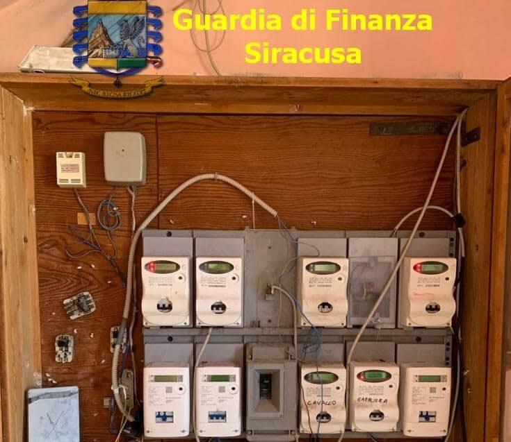 Allacci elettrici abusivi nelle case popolari: 7 appartamenti interessati, i dettagli
