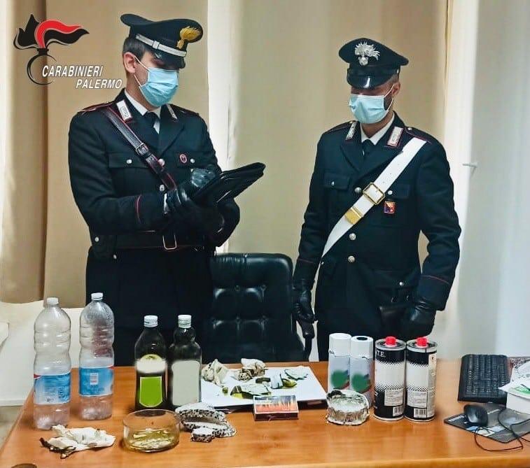 Molotov fatte in casa, carabinieri scoprono arsenale a casa di pensionato: scattano le manette