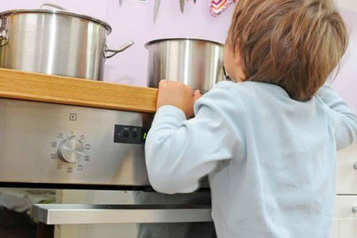 Dramma in casa, si è versato acqua bollente addosso: ustioni di secondo grado per bimbo di 5 anni, i dettagli