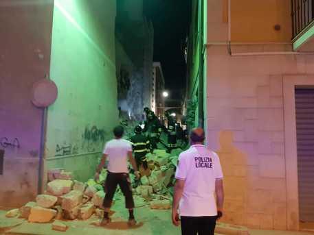 Crolla palazzina a causa di una fuga di gas: 3 feriti in ospedale – I DETTAGLI