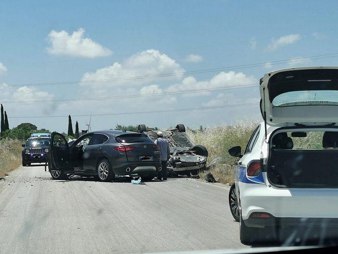 Grave incidente all'ora di punta, scontro tra Alfa Romeo e Mercedes: due feriti in ospedale