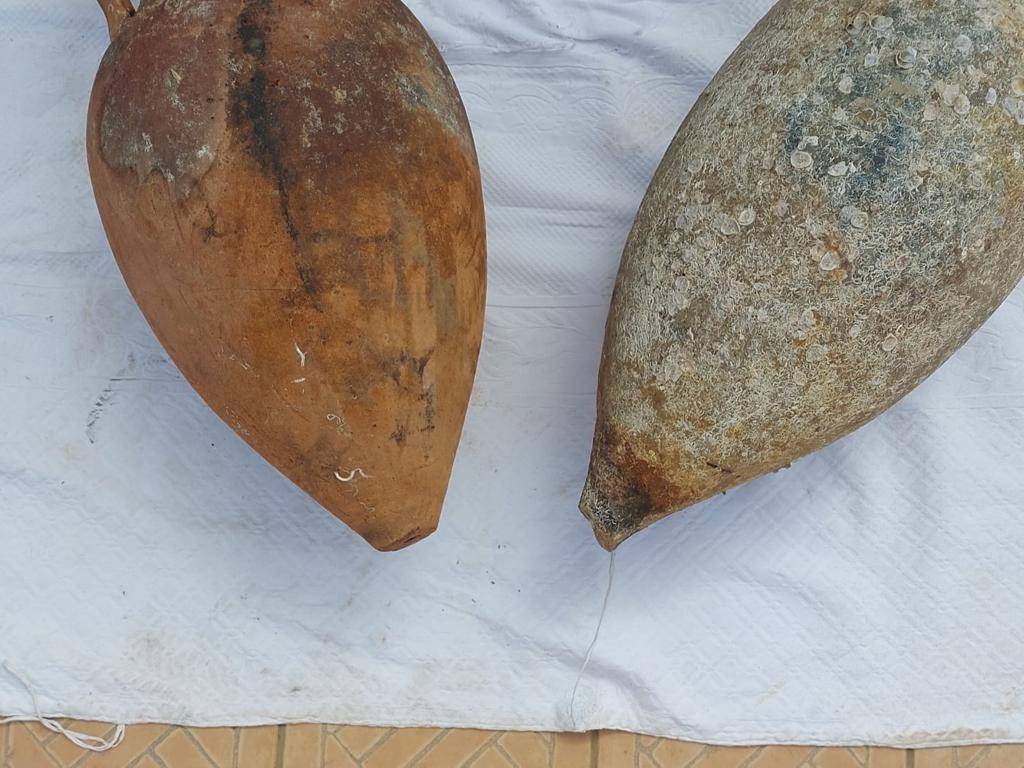Meraviglia nelle acque siciliane, trovate due anfore antiche: la scoperta durante una battuta di pesca