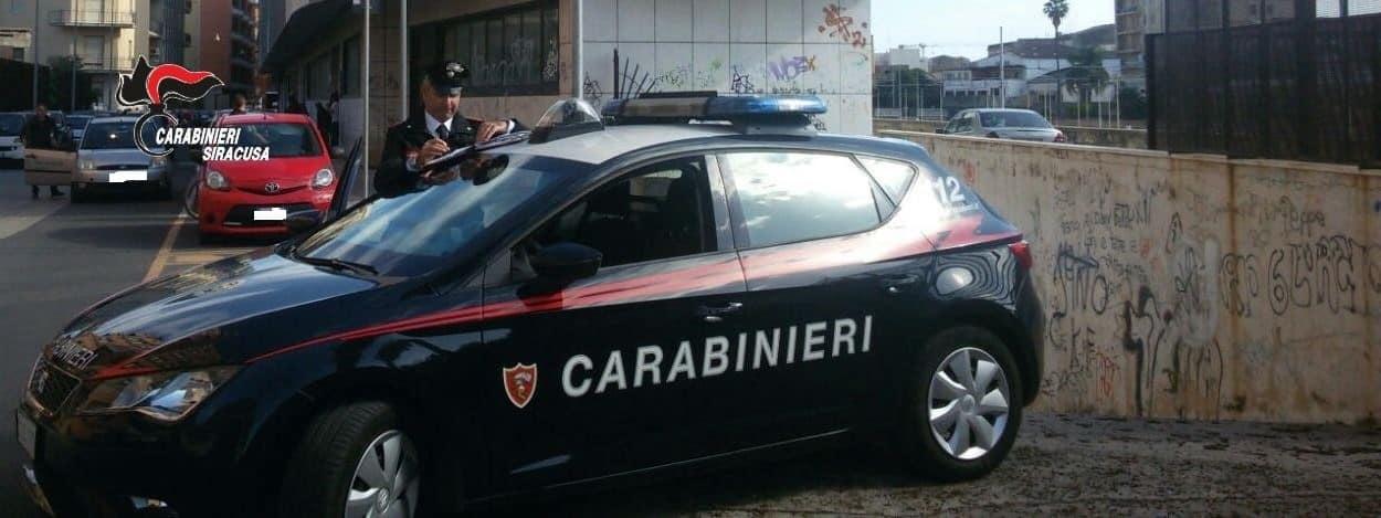 """Giovane pregiudicato evade due volte dai domiciliari: """"beccato"""" dai carabinieri, li minaccia di morte"""