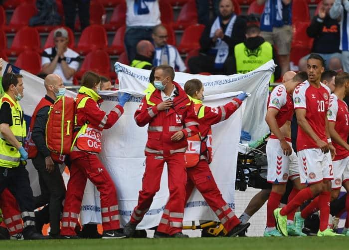 Paura a Euro 2020, malore per Eriksen in Danimarca-Finlandia: calciatore sottoposto a massaggio cardiaco