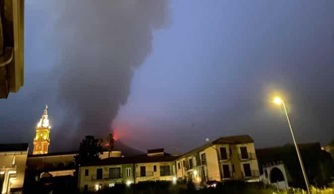 Etna, conclusa l'eruzione del sabato sera. Operativo l'aeroporto di Catania dopo lo stop per cenere