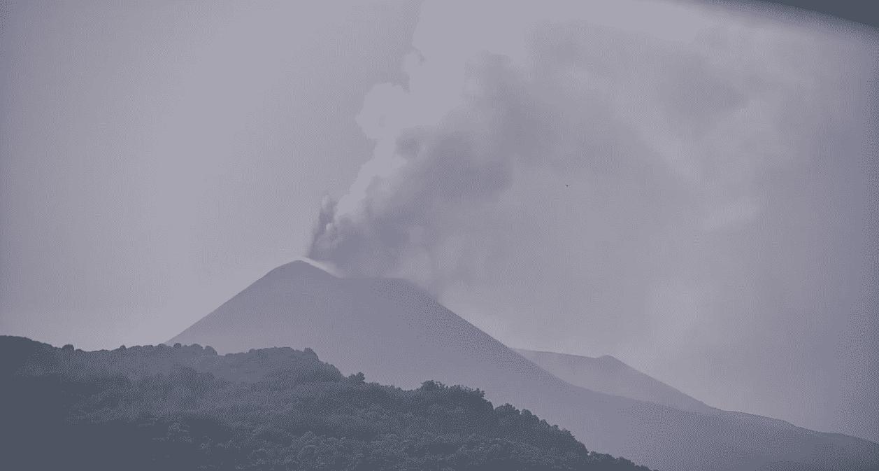 Etna, nuova eruzione al cratere di Sud-Est: cenere in dispersione nell'aria, la NOTA dell'INGV