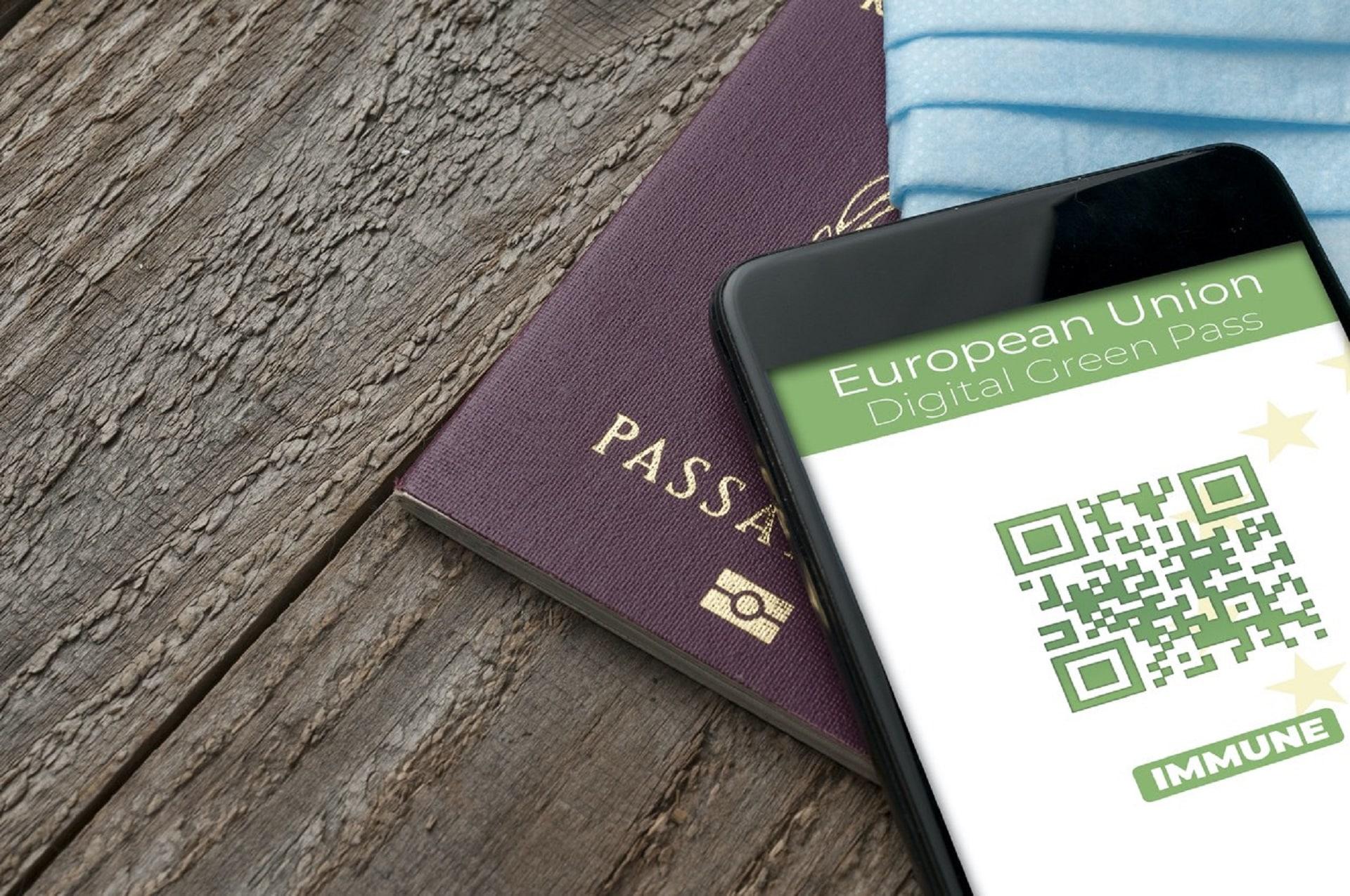 """Falso Green Pass, allarme anche in Sicilia per la truffa su WhatsApp: """"Non cliccate su quel link"""""""