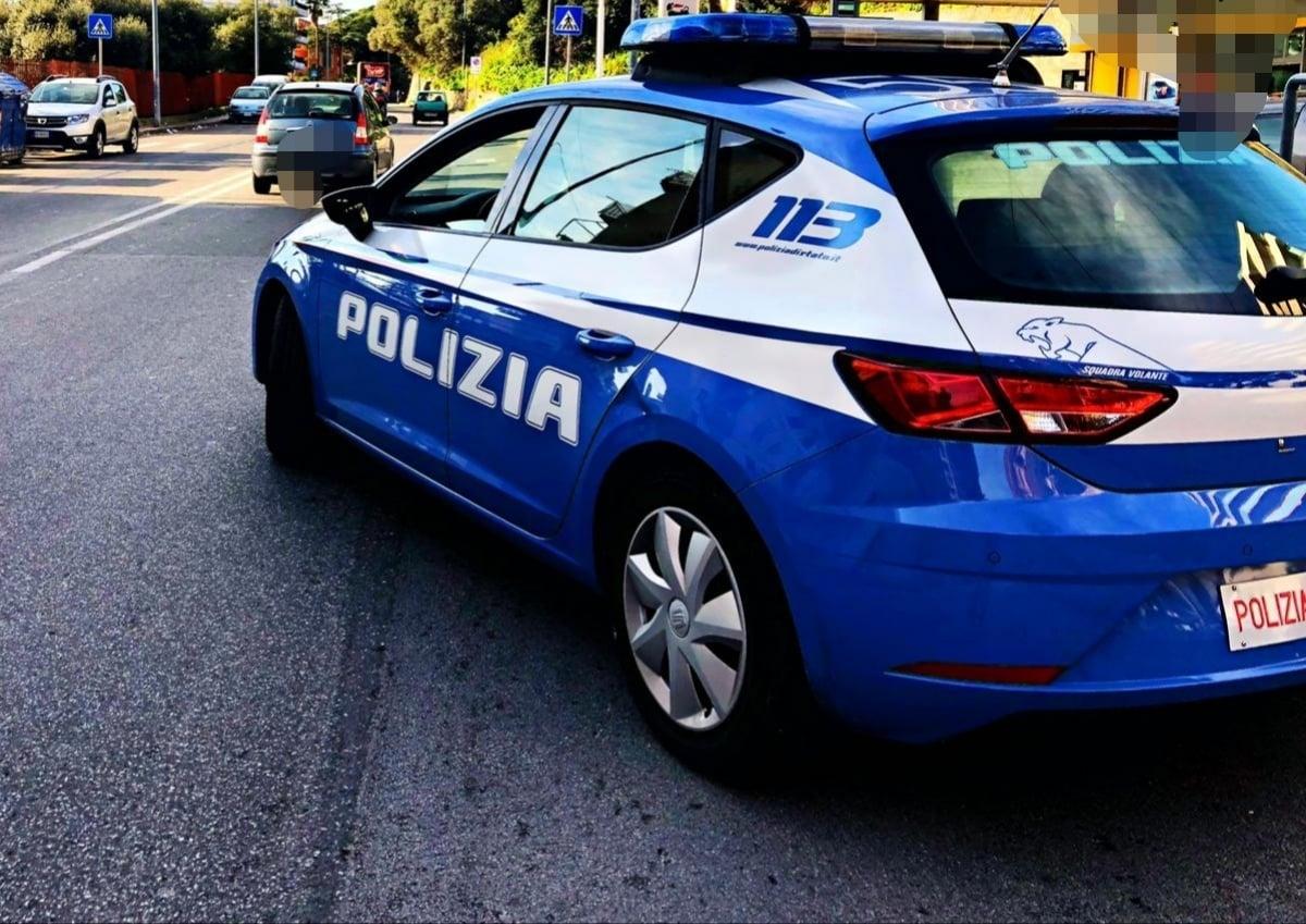 Ruba parti di auto in deposito comunale, dalla fuga all'inseguimento: arrestato, si cerca il complice