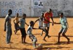 """La tratta moderna degli """"atleti"""": raggirati, illusi e disillusi, così vengono portati in Italia centinaia di ragazzi dall'Africa"""