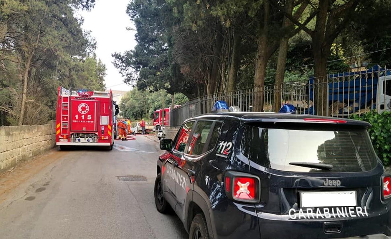 Emergenza incendi in Sicilia, brucia la pineta comunale: maxi intervento per domare le fiamme