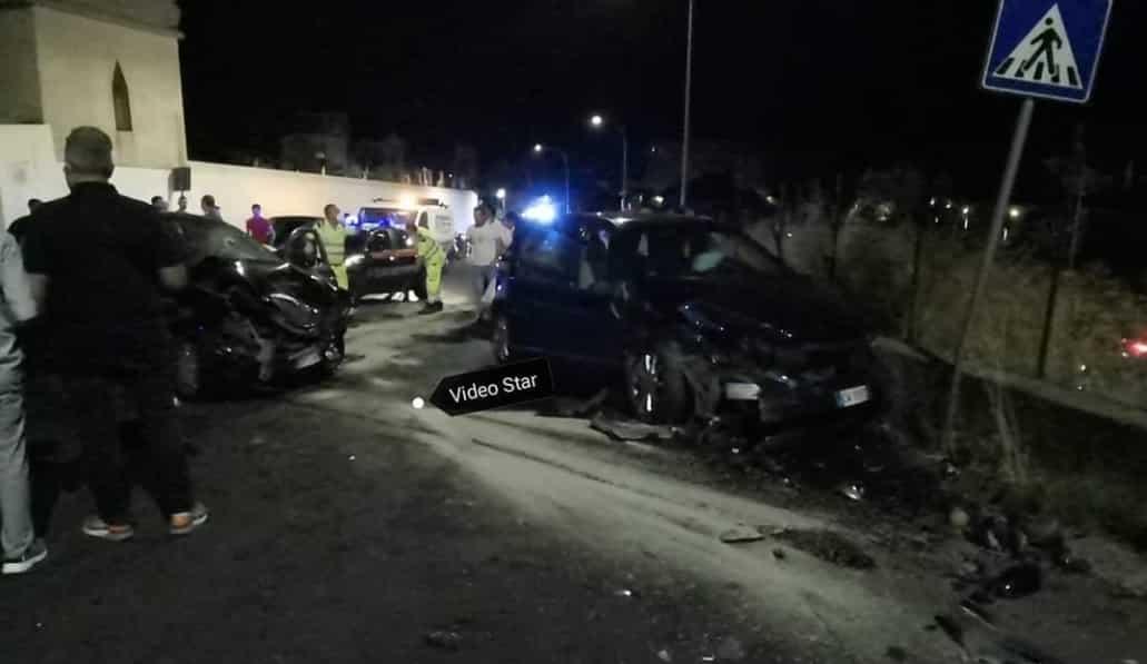 Ancora incidenti stradali in provincia di Catania, scontro tra due auto nella notte: 4 persone ferite