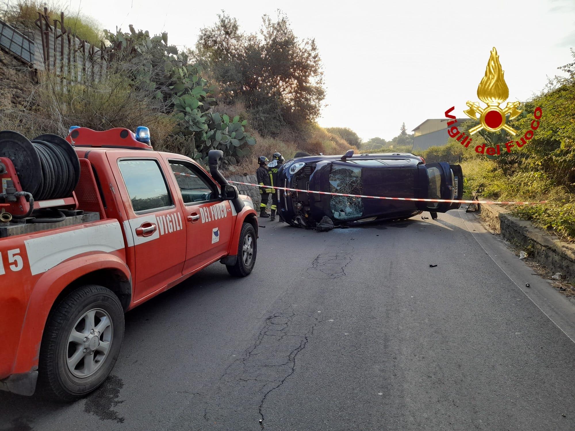 Incidente a Catania, auto ribaltate sulla SP 54: due persone trasferite al Policlinico