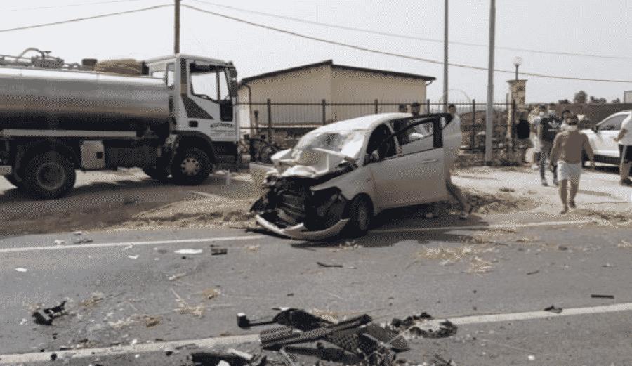 Scontro frontale con un'autobotte, giovane grave trasportato in ospedale: necessario l'elisoccorso
