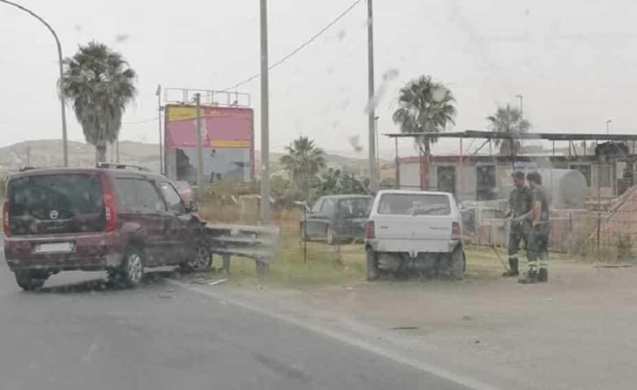 Incidente stradale lungo la SS 115, due Fiat entrano in collisione: traffico fortemente rallentato