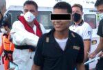 """Dall'Africa alla Sicilia, 15enne sbarca indossando la maglia della polizia: """"È il lavoro che sogno"""""""