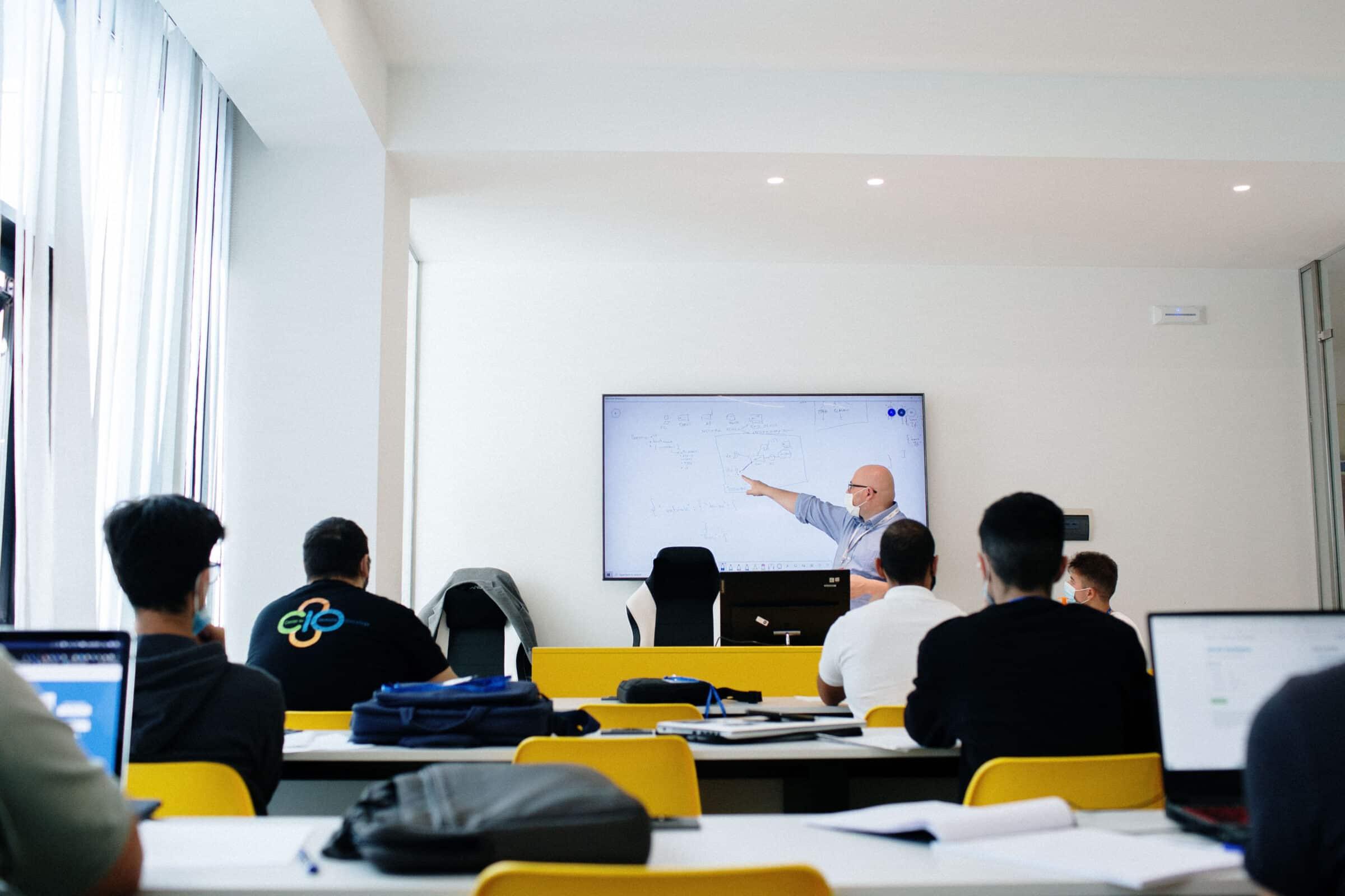 """Formazione gratuita ITC per i percettori del Reddito di Cittadinanza, obiettivo la creazione delle """"scuole dei mestieri"""""""