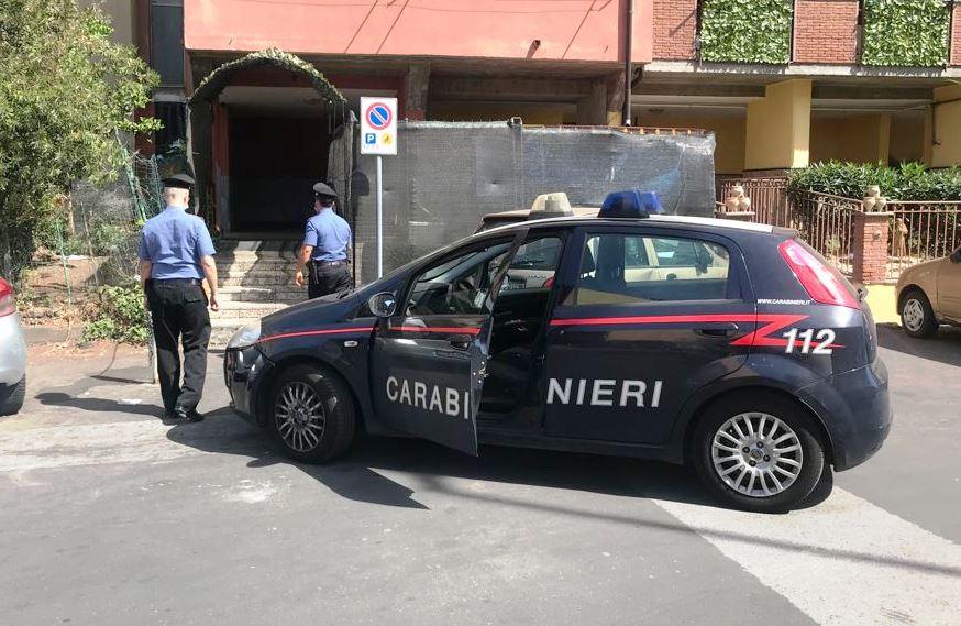 """Catania, pusher tenta la fuga a piedi ma viene """"incastrato"""" dai carabinieri: arrestato"""