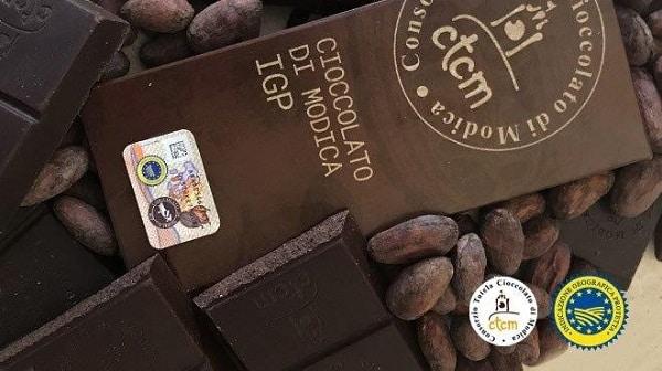 Frode, vendevano Cioccolato di Modica contraffatto: sequestrate oltre 20mila confezioni