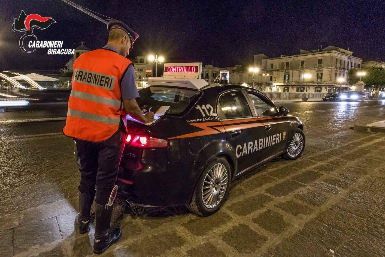 Scippo in strada, donna cade a terra: trasportata in ospedale, 30enne arrestato