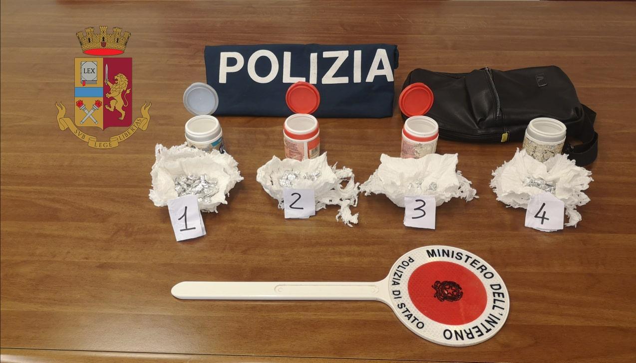"""Cocaina ed eroina nascoste di notte e recuperate di giorno per lo spaccio: pusher arrestato in """"blitz fulmineo"""""""