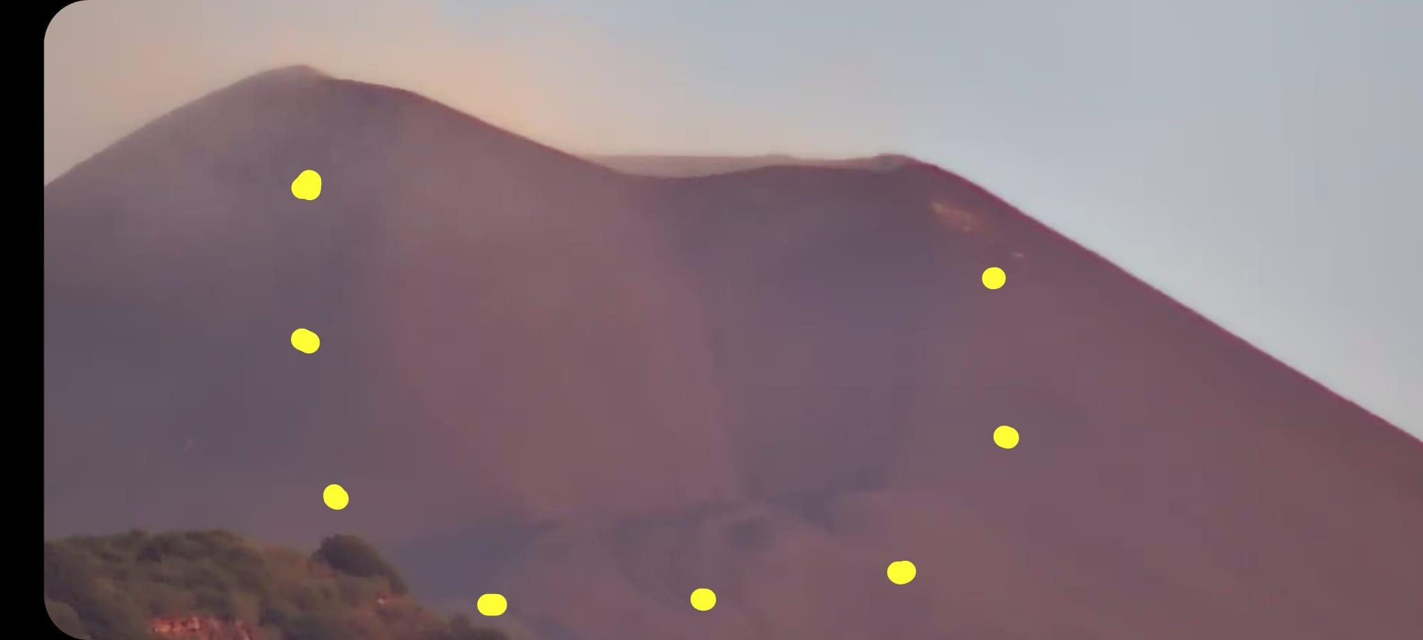 Etna, nella notte ancora una eruzione: cessata poco dopo la fontana di lava