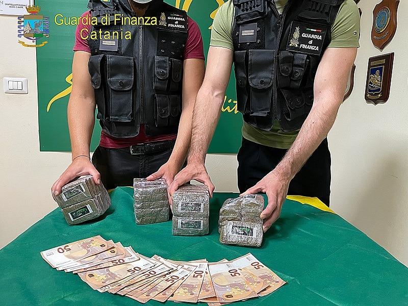 Catania, girava con 4 chili di marijuana a San Gregorio: arrestato un uomo, i dettagli