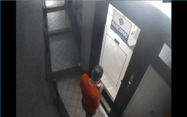 """Ruba valigetta con carte bancomat, effettua prelievo ma viene """"tradito"""" dalle telecamere: 51enne denunciato"""