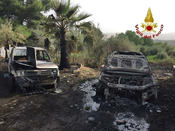 Incendio nel Catanese, in fiamme diverse macchine: si indaga sulle cause del rogo