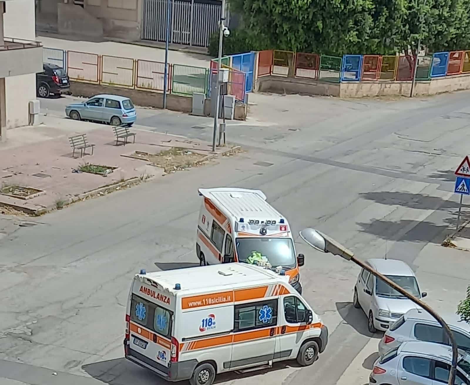 Lite tra suocera e genero finisce nel sangue, donna ferita a colpi di ascia: trasportata in ospedale a Catania
