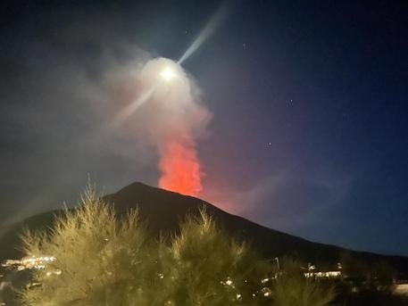 Sicilia, esplosioni in contemporanea tra lo Stromboli e l'Etna: oggi esercitazione anti-tsunami