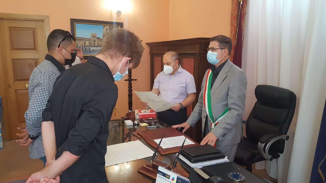 Alfio e Daniel oggi sposi ad Aci Catena, il sindaco Nello Oliveri corona il loro sogno d'amore