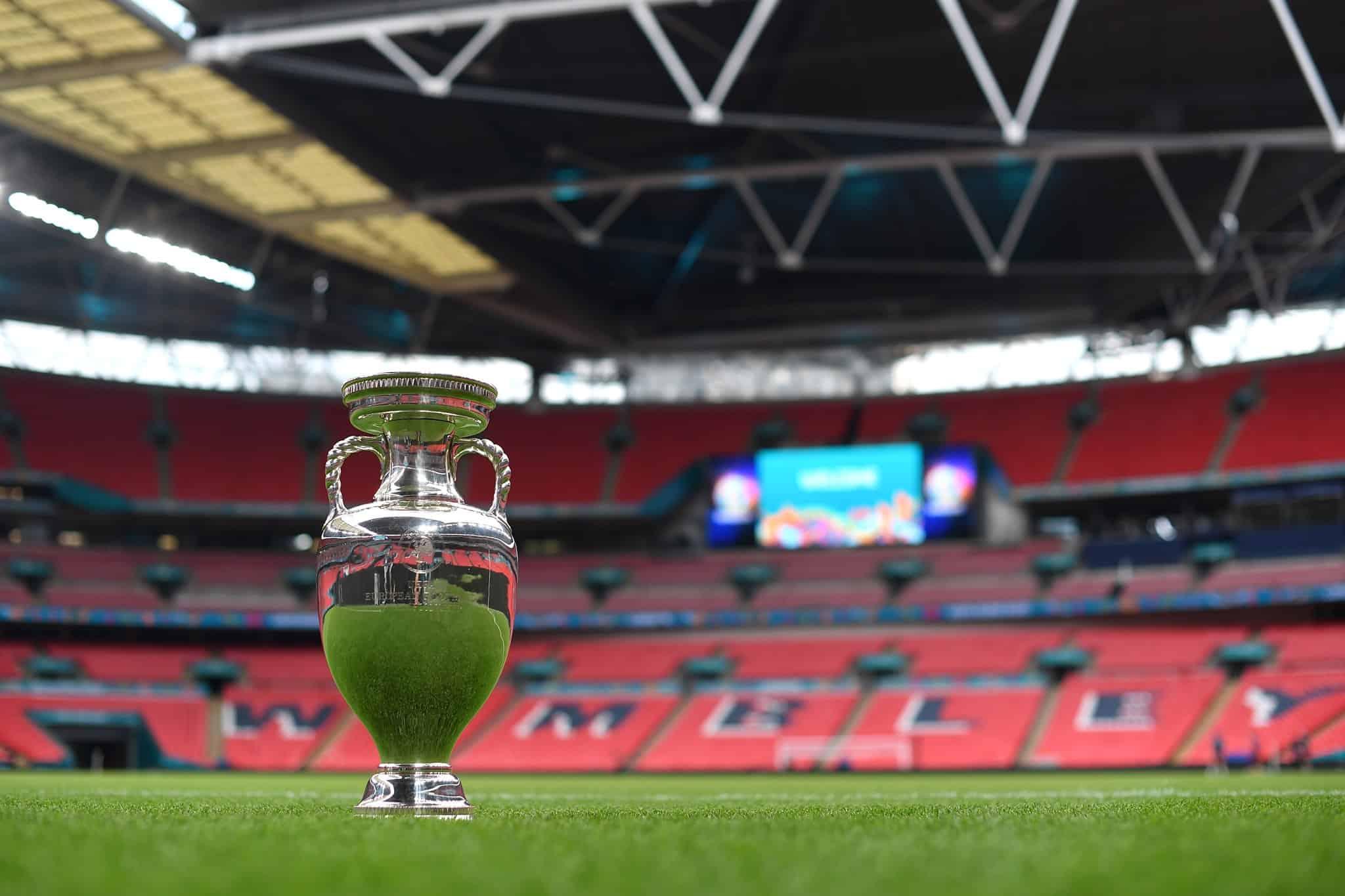 Verso Italia-Inghilterra, Southgate cambia: dentro Trippier e difesa a tre, clima caldissimo fuori Wembley