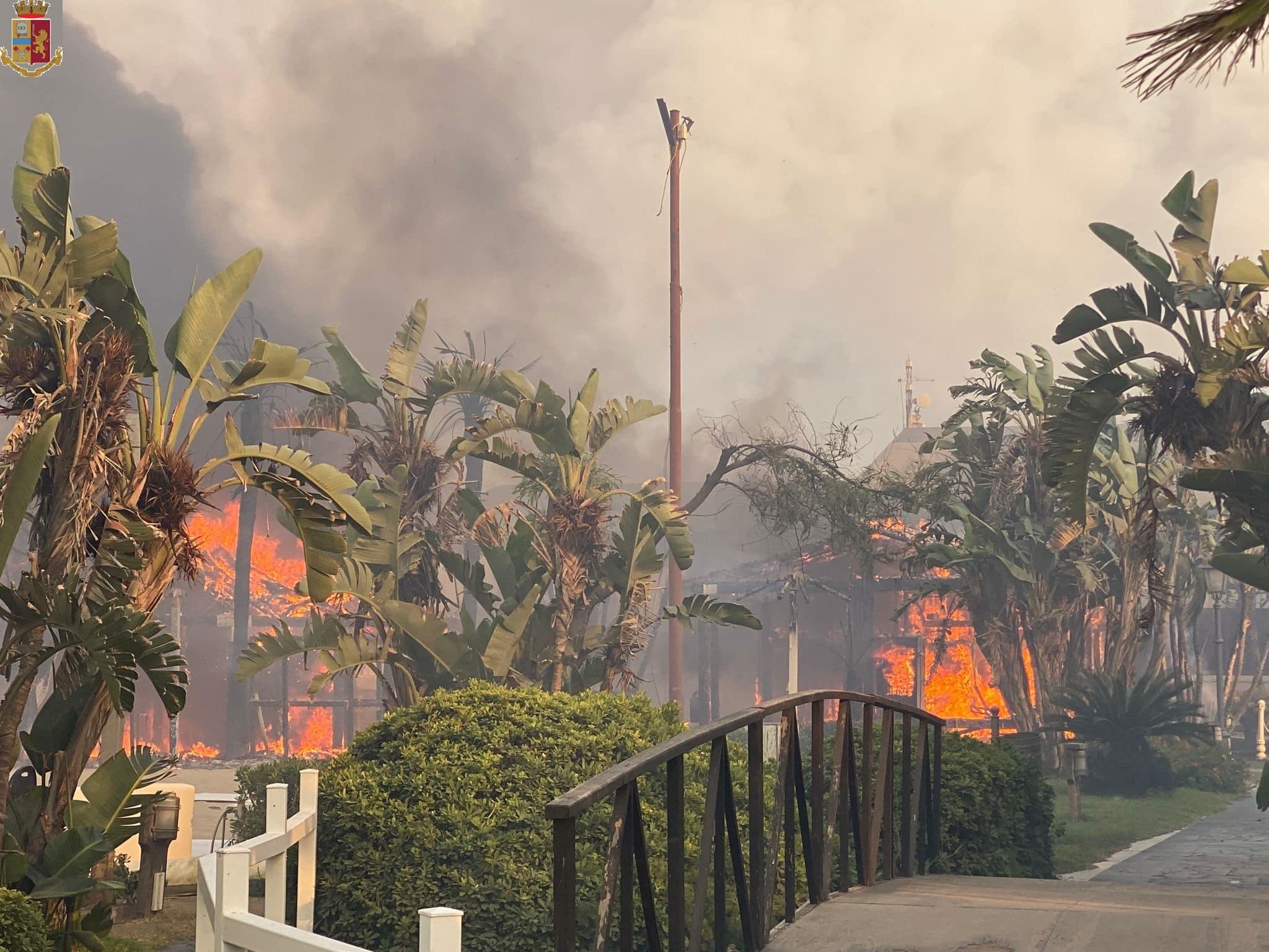 Emergenza incendi a Catania, interventi di soccorso pubblico nelle periferie del centro urbano – FOTO