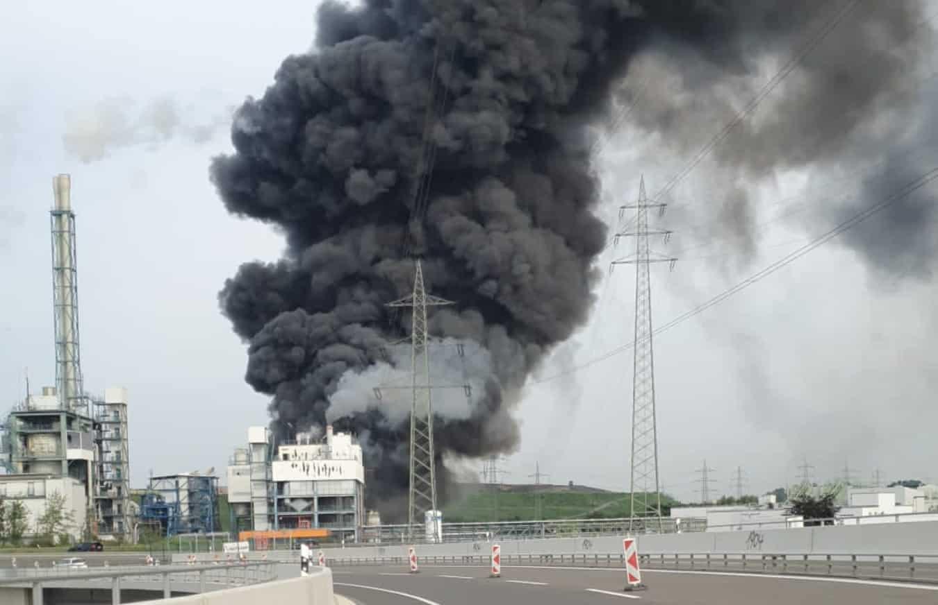 Esplosione in impianto chimico Bayer, si aggrava il bilancio: un morto e 16 persone ferite