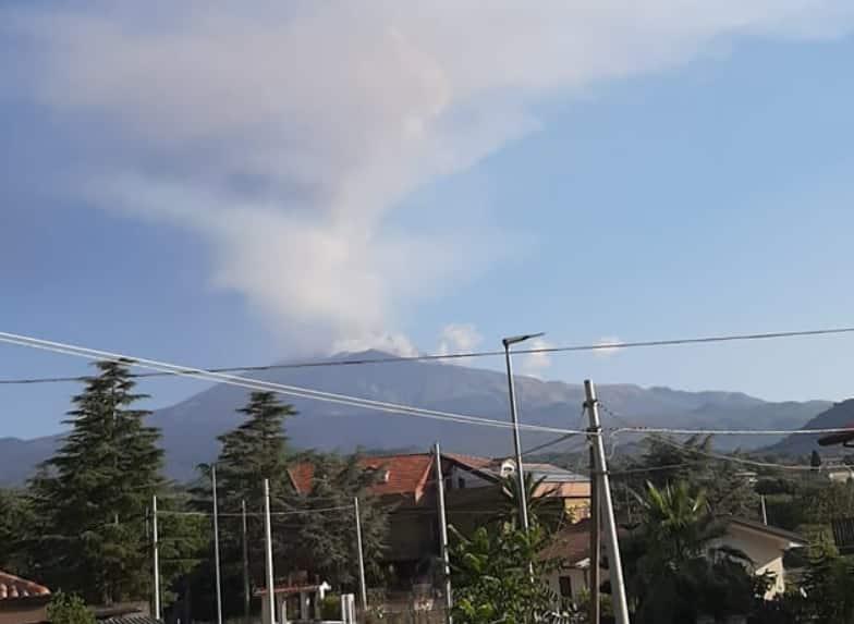 """Fortissimi boati, l'Etna """"sveglia"""" Catania e provincia: """"Tremano porte e vetri"""", torna l'incubo cenere?"""