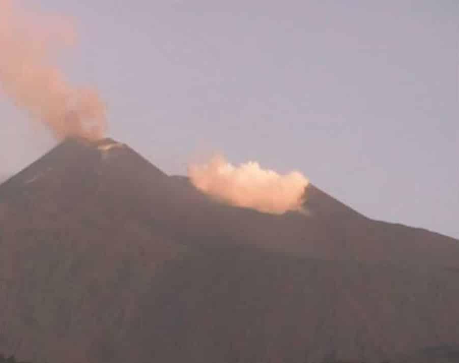 """L'Etna """"ribolle"""", attività stromboliana dal Cratere di Sud-Est e tremore vulcanico in aumento"""