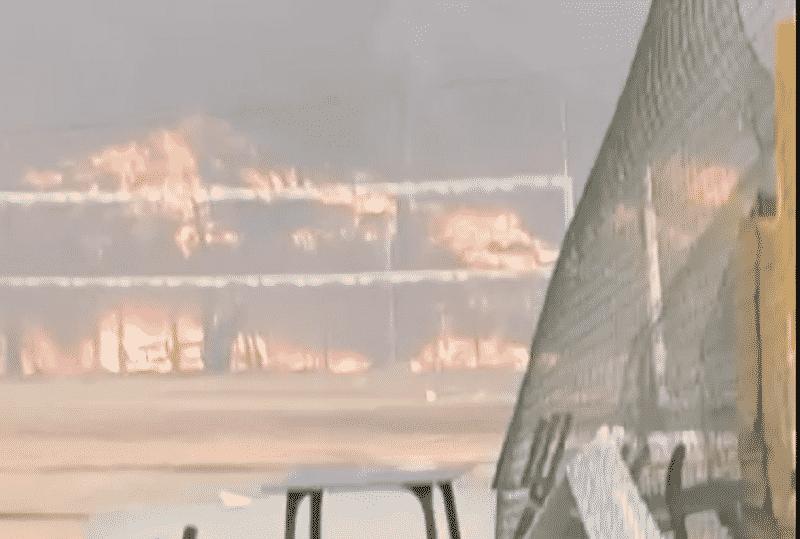 """Evacuato lido """"Le Capannine"""", incendi senza sosta a Catania: fumo offusca il viale Kennedy"""