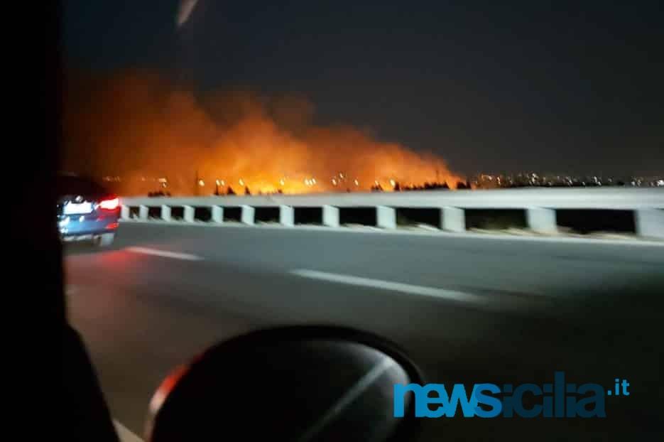"""Domenica da """"bollino nero"""" nel Catanese, code su A18 e incendio in Zona Industriale – FOTO"""