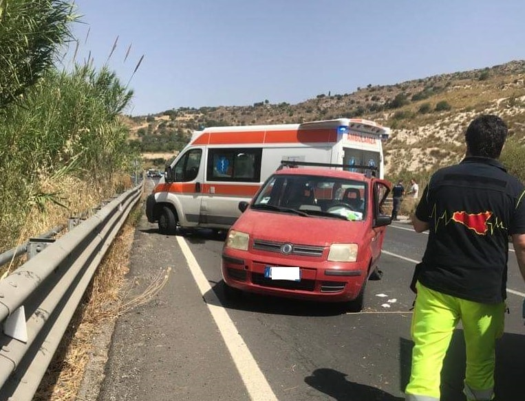 Grave incidente sulla Gela-Catania, 4 feriti: interviene l'elisoccorso – FOTO