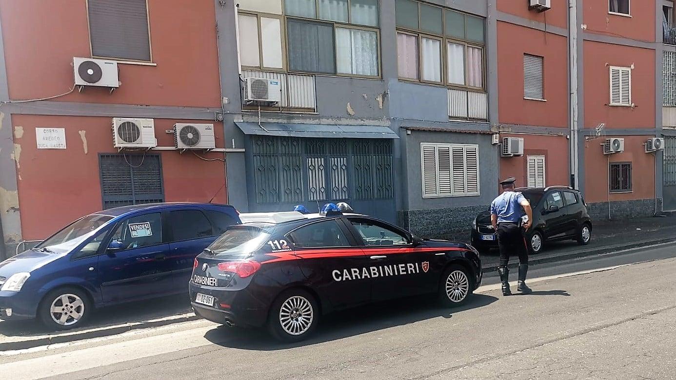 Dramma a Catania, la lite con la moglie e il lancio nel vuoto: uomo salvato due volte dalla morte