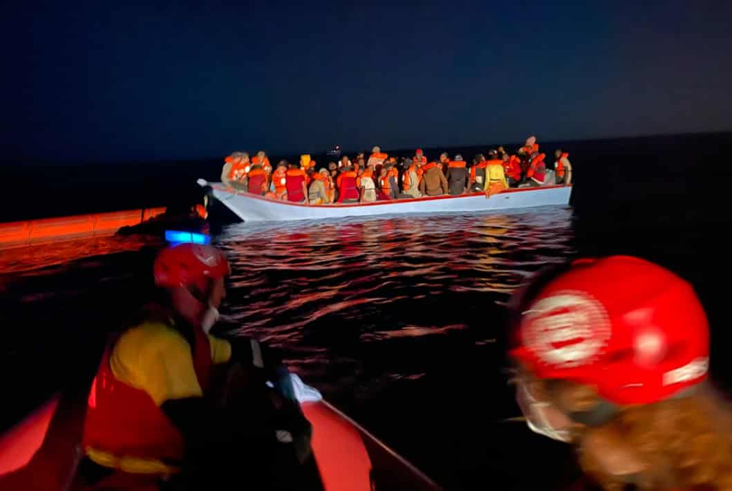 Migranti, nella notte 12 imbarcazioni a Lampedusa e Linosa: 178 persone nelle isole minori