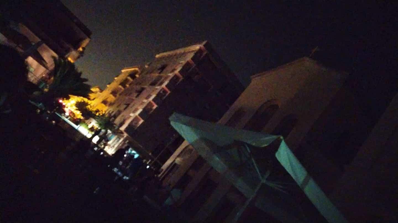 Troppo caldo, blackout in diverse parti della città: i residenti restano senza luce e Internet
